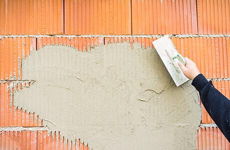 Pose d'enduit mural